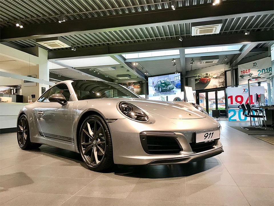 Porsche Zentrum mit LED Shopbeleuchtung von LED Explorer